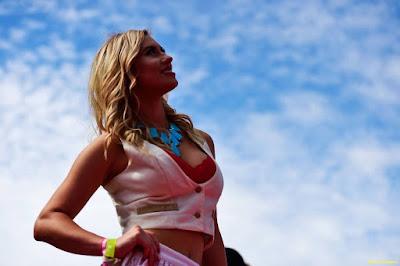 F1 grid girl