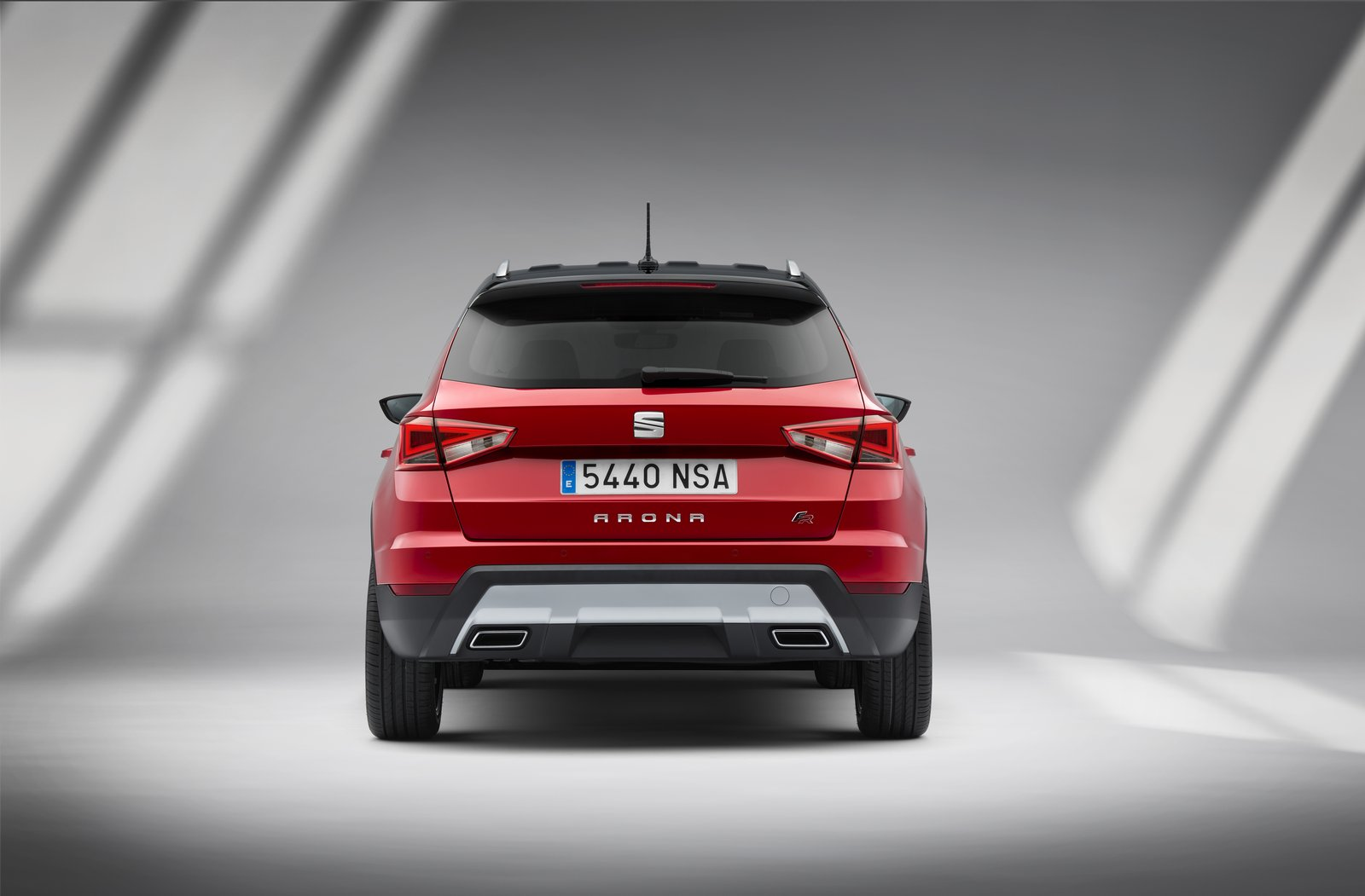 new seat arona suv bows in barcelona carscoops. Black Bedroom Furniture Sets. Home Design Ideas