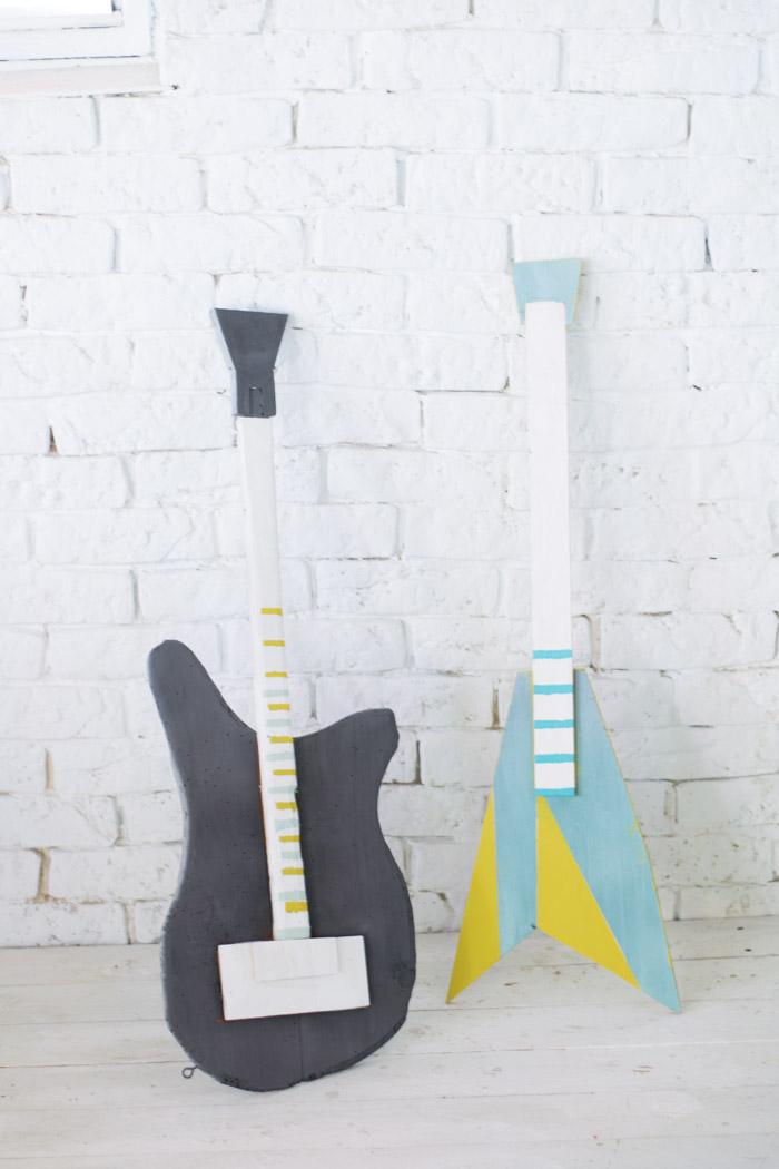 Guitarras y micrófono de madera diy