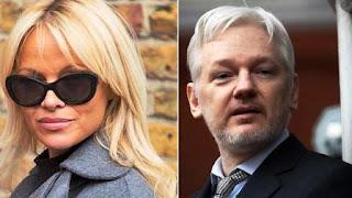 La ex conejita de Playboy tuvo una nueva cita con el fundador de WikiLeaks en la embajada ecuatoriana en Londres. ¿Qué sucede entre ellos?