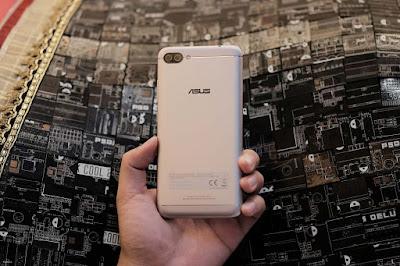 Ấn tượng khi được cầm trên tay ZenFone 4 cao cấp - 203334