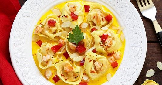 tortellini fa on paella sauce ail safran et crevettes saut es. Black Bedroom Furniture Sets. Home Design Ideas