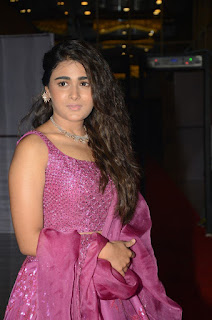 Actress Shalini Pandey HD Sills At 118 Movie Pre Release Event