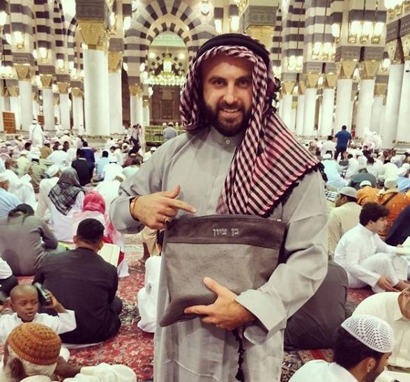 صور بن تسيون داخل المسجد النبوي