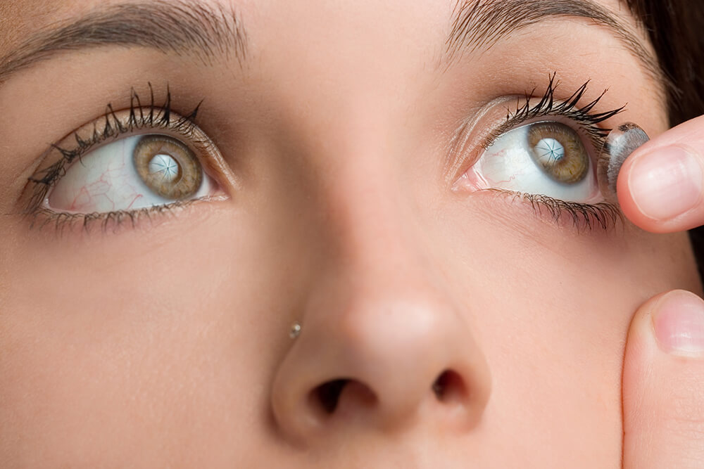 31a296fbdcad6 A Agência Nacional de Vigilância Sanitária (Anvisa) proibiu a venda e uso  de lentes de contato coloridas, comercializadas pela NiponCosplay em todo o  ...