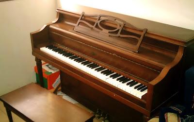 Đàn Piano Dọc