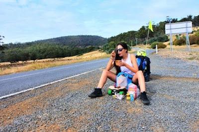 Hamil Lima Bulan, Wanita Ini Keliling Tasmania Dengan Skateboard