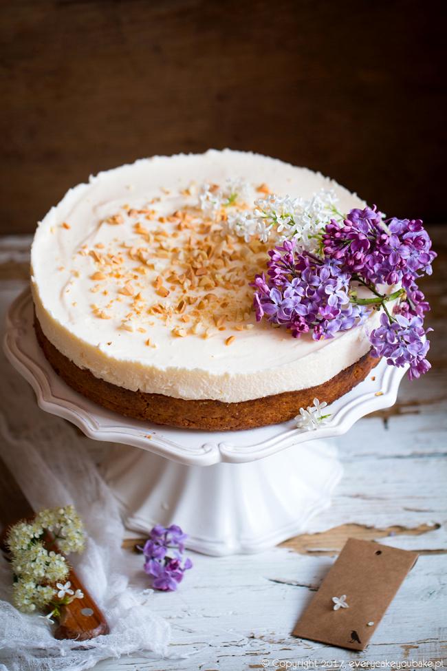 kruche ciasto z rabarbarem, malinami i waniliową pianką