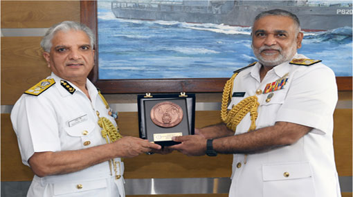 Director General Indian Coast Guard calls on Commander of the Navy