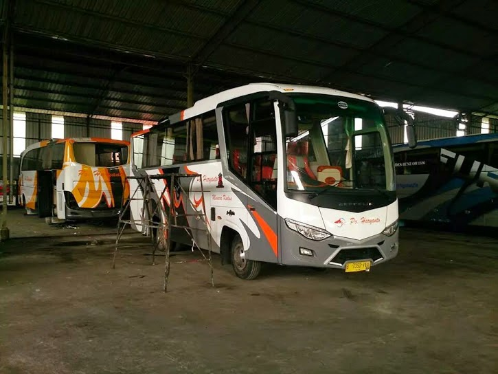 Bus Medium Haryanto