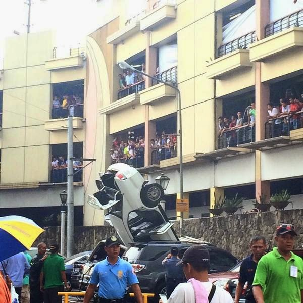 Car falls from 3rd floor of Greenhills Mall parking