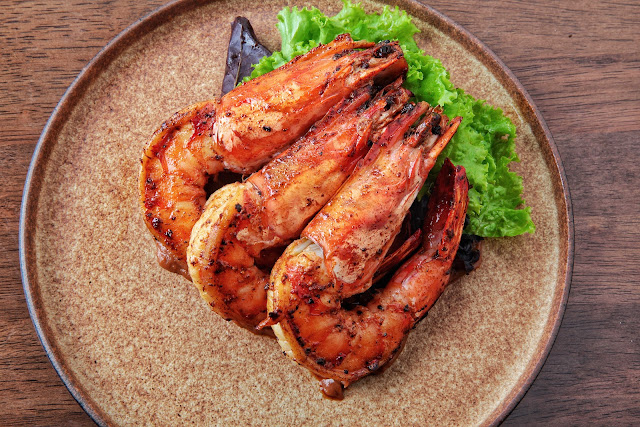 Grilled prawns in tamarind dressing & greens