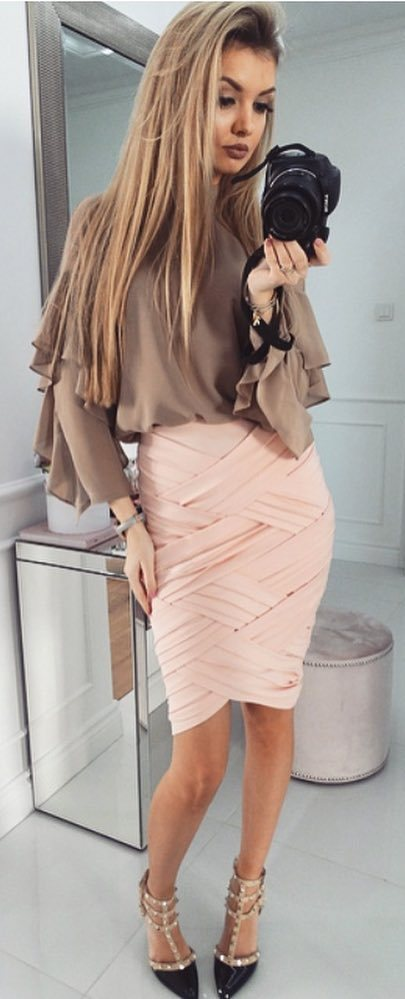 amazing outfit idea: bloue + skirt + heels