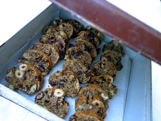 Cantuccini with dates and thyme by Laka kuharica: store  in the metal box, tightly closed
