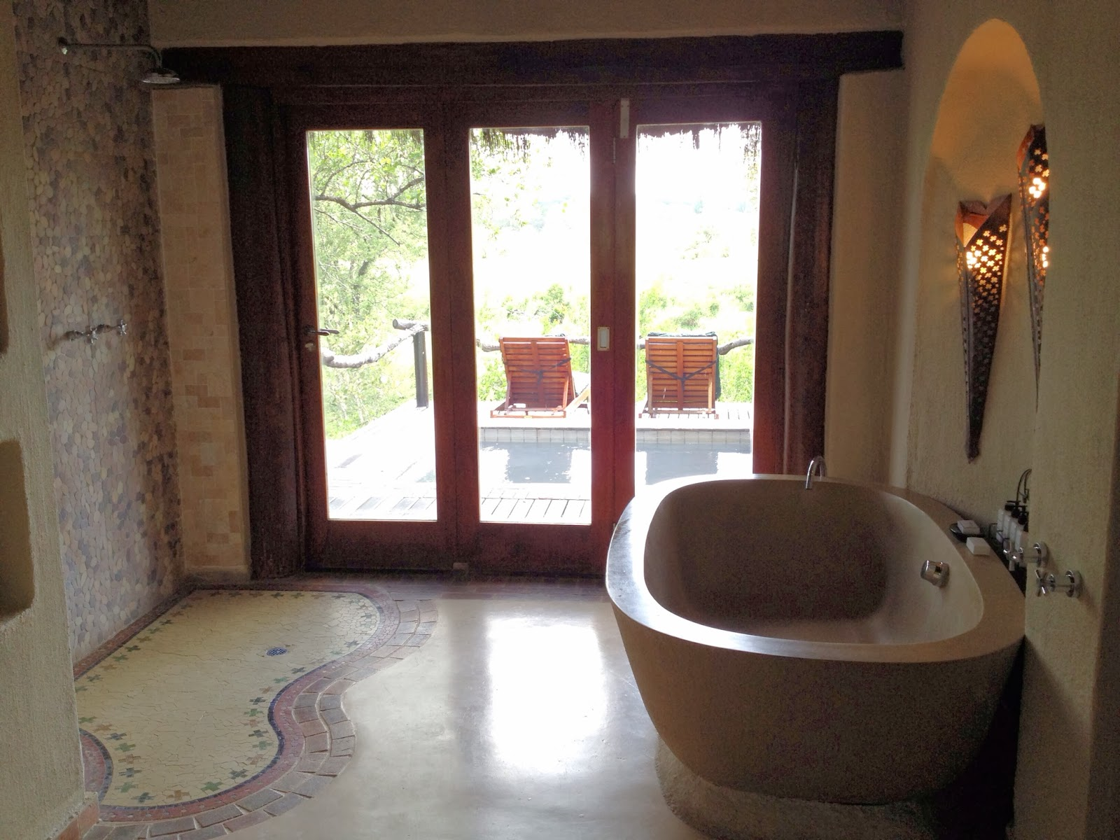 Sabi Sands - Our shower and soaking tub at Simbambili Game Lodge