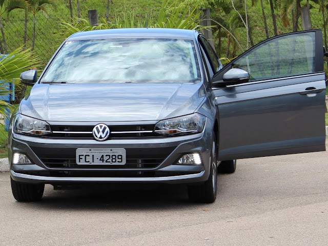 VW Virtus (Polo Sedan) TSI Automático -  Cinza Platinum