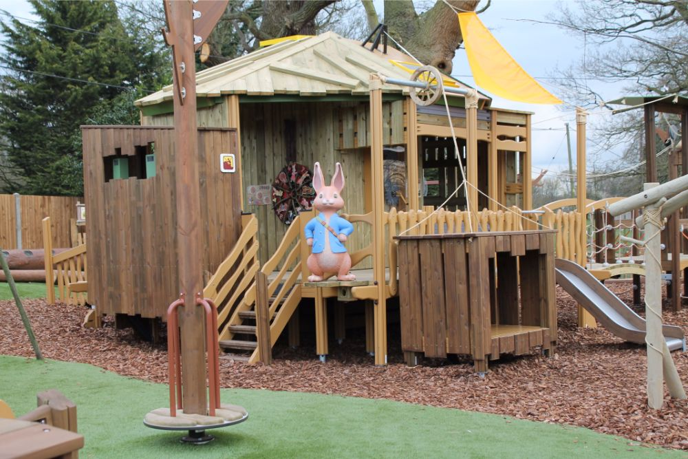 peter-rabbit-statue-on-treehouse