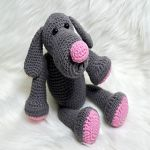 http://www.ravelry.com/patterns/library/dog-theo-tatze