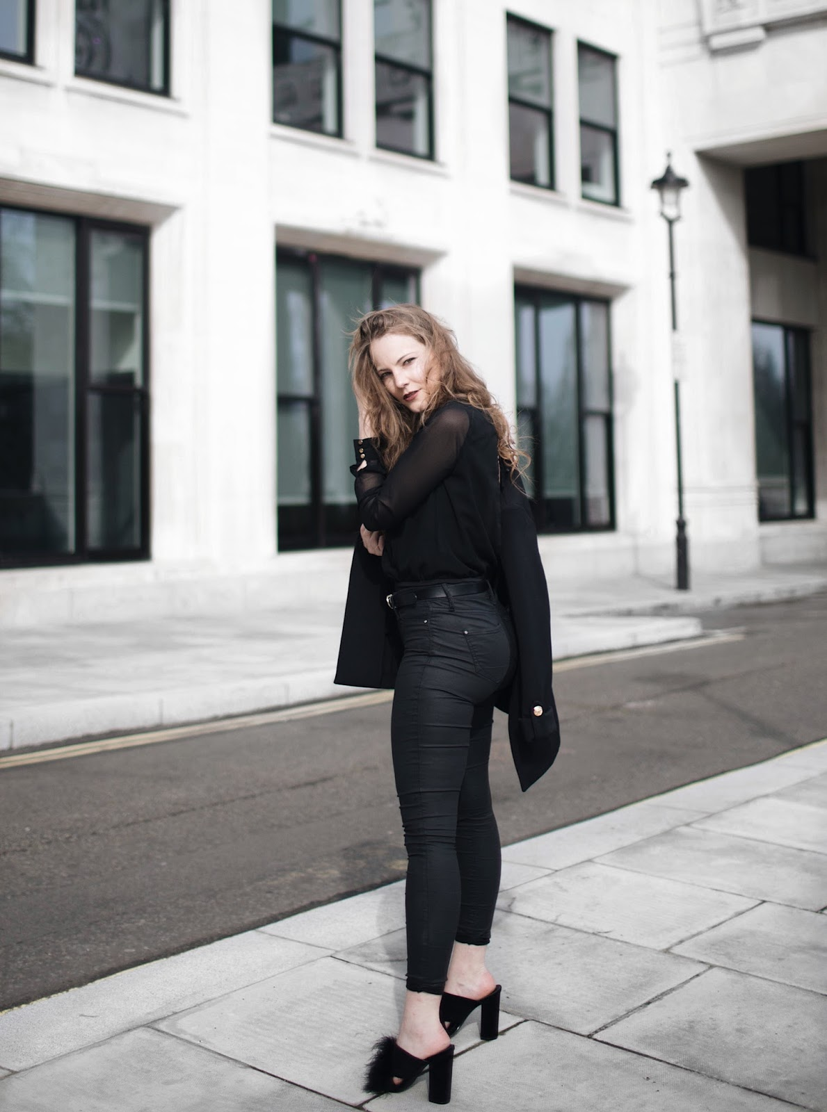 black outfit, rules for all black outfit, tips for all black outfit, all black outfits, boohoo, primark blazer, balmain dupe