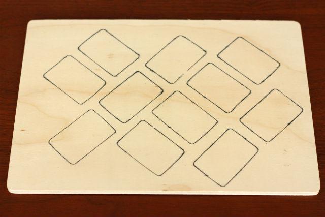 100均(ダイソー)の木製パズル-国旗-を一工夫。裏面に表面とちがう向きで型を描く