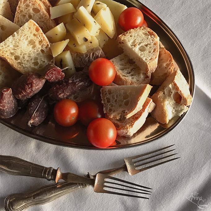 Trueffel-Pecorino und Salcicce