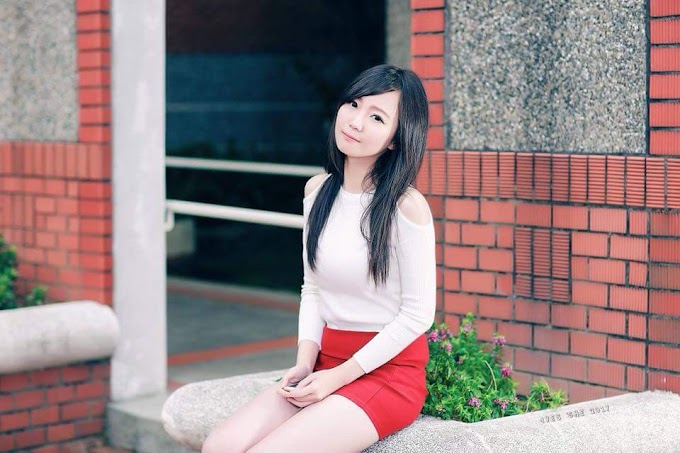 A compilation of sweet young Asian girls wearing skirt revealing their sexy legs [25pics]