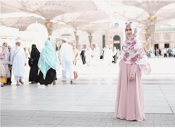 Foto-Foto Desainer Saat Umroh
