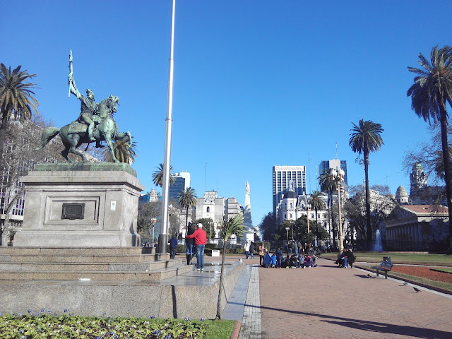 Estatua ecuestre de Manuel Balgrano en Plaza de Mayo, Buenos Aires