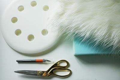 Fellhocker mit Marius Hocker von IKEA - eine coole Idee für Flur und Büro zum Selbermachen