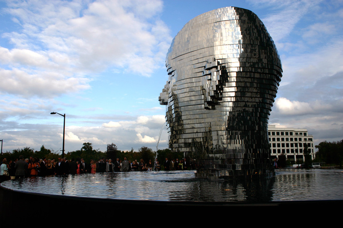 Metalmorphosis   Giant Rotating Heads by David Cerny