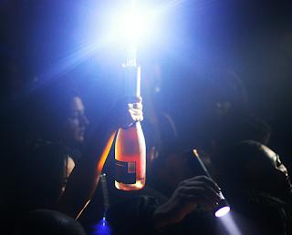 https://nightclubsuppliesusa.com/led-champagne-sparklers-nite-sparx-mini-strobe-baton-electric-sparkler/