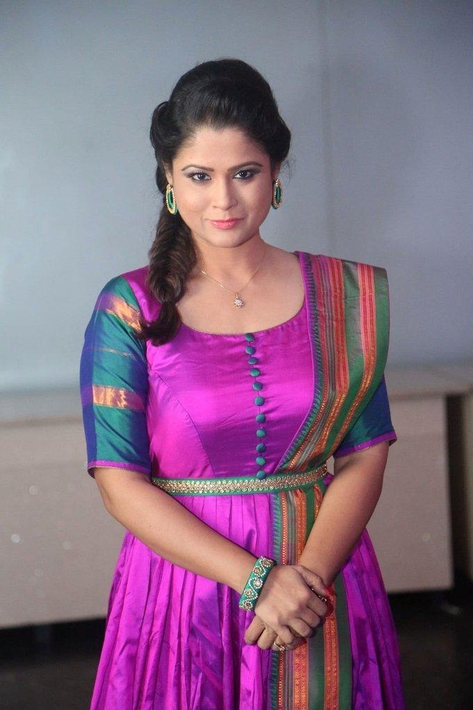 Shilpa Chakravarthy at Arjun Reddy Pre-Release Function Pictures