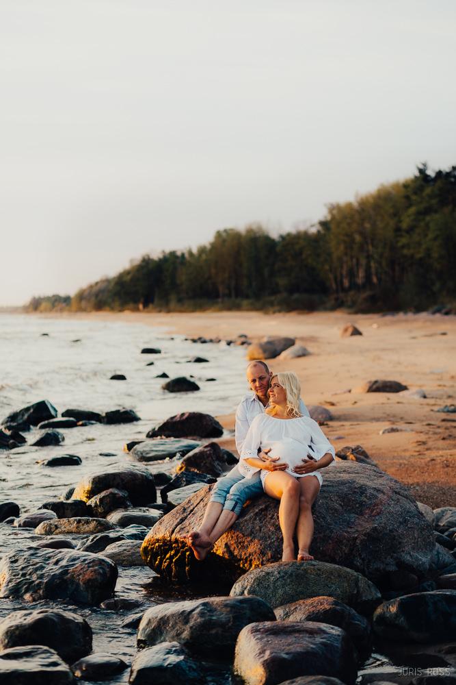 vidzemes akmeņainā pludmale fotosesija