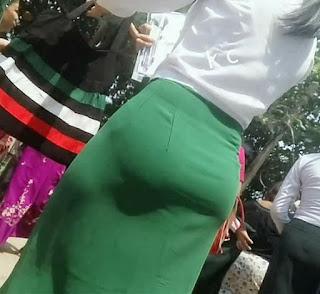 chica asiatica nalgona ropa entallada