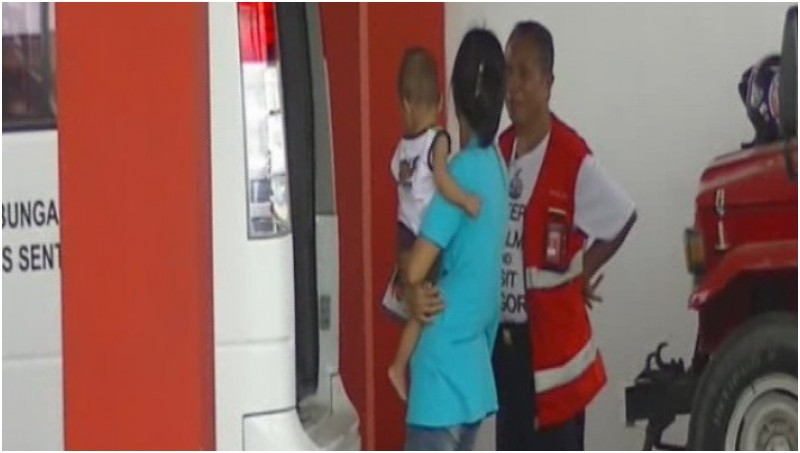 Keluarga korban penembakan di papua saat berada di Bandara Sentani