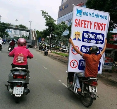 Pancarte safety first : la sécurité avant tout !