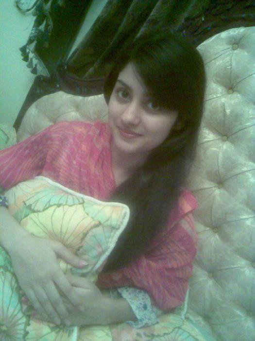 Celebrities Wallpapers: Pakistani Girls Wallpapers New