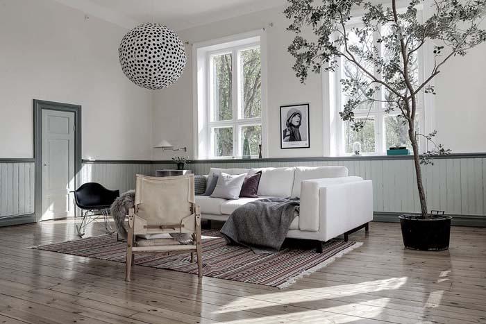 """Sisustussuunnittelija Vera Öllerin kodissa on rohkeat värit ja näyttäviä pintoja: """"Kauniit näkymät voi tuoda myös kodin sisälle"""""""