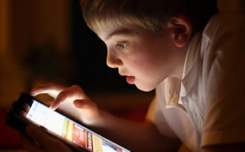 Waktu Online Anak Seperti Junkfood