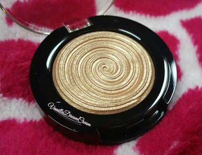 Yellow-golden-shimmer-eyeshadow