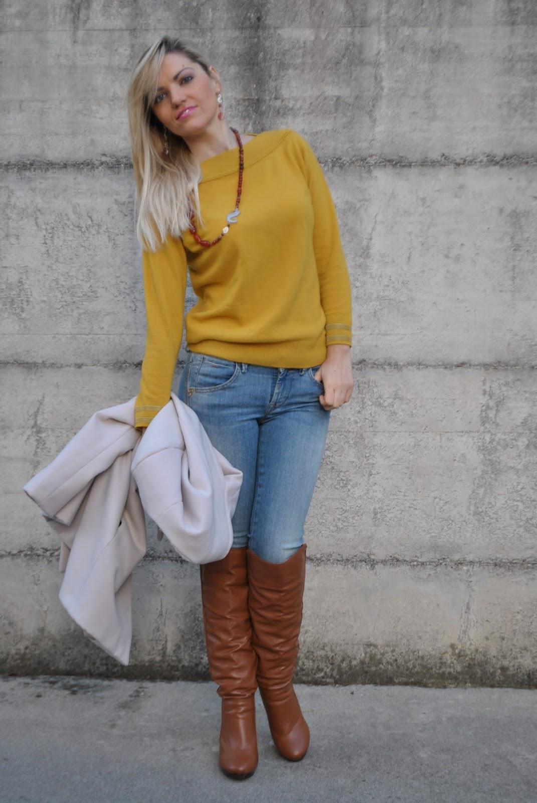 Come Abbinare Il Senape color-block by felym.: outfit: mustard sweater and skinny