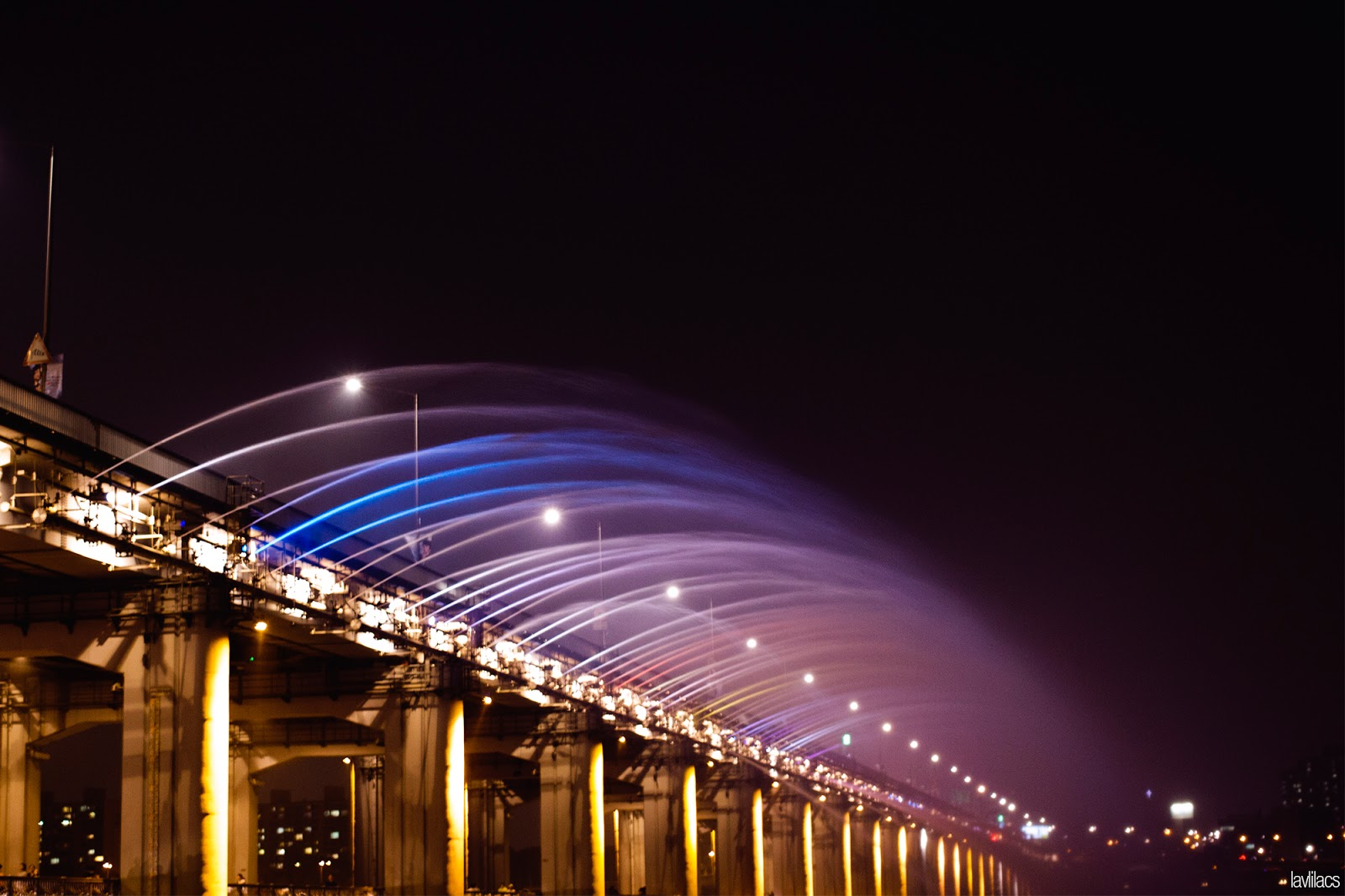 Seoul, Korea - Summer Study Abroad 2014 - Banpo Han River Park 반포 한강공원 - Banpo Bridge Moonlight Rainbow Fountain 반포대교 달빛무지개분수