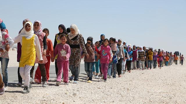 Αποτέλεσμα εικόνας για προσφυγες μεταναστες