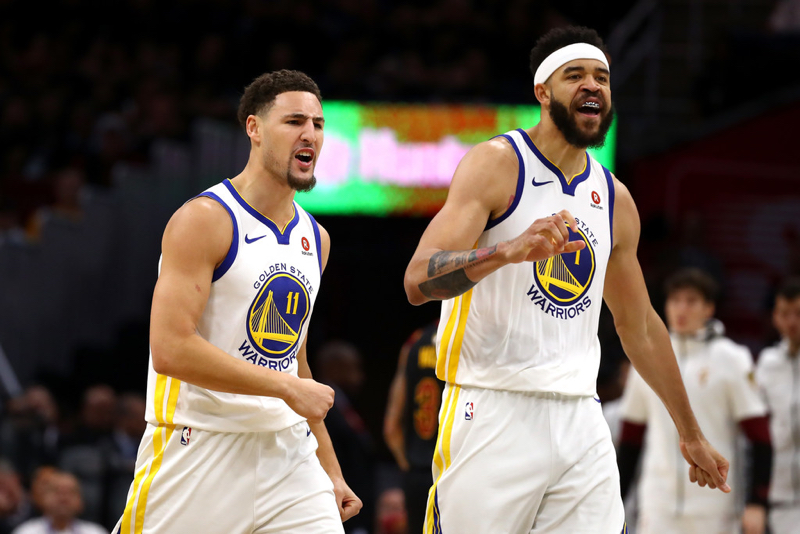 Warriors barren a Spurs 141-102 comandados por Thompson