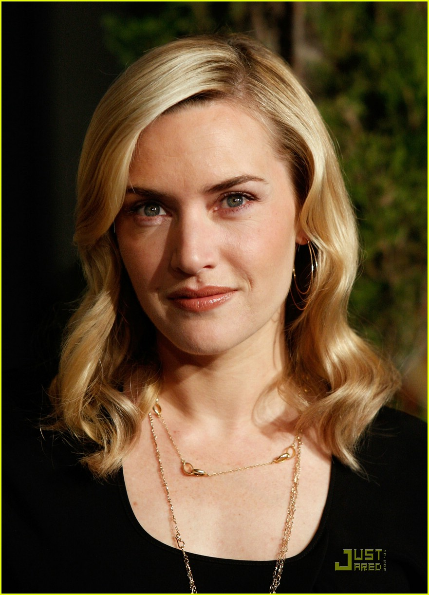 Celebrity Hq Wallpapers Kate Winslet Put On A Bra Before