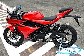 Suzuki GSX R150 Red Color