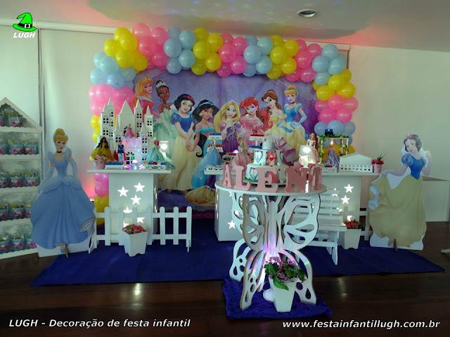 Tema Princesas Disney em decoração provençal para festa infantil