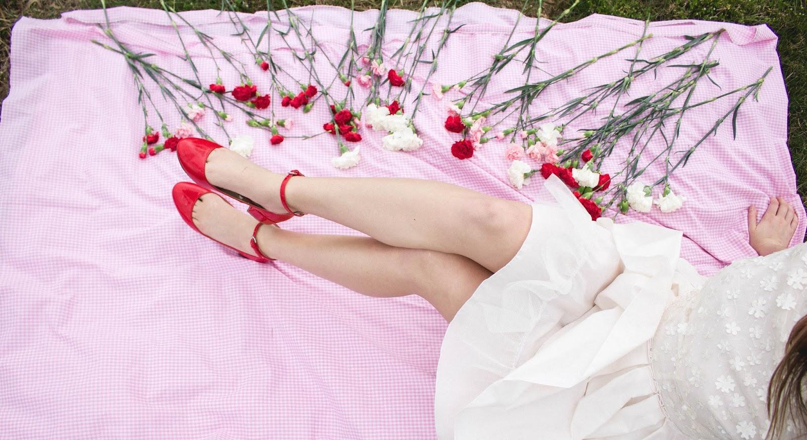 style, vintage, retro, vintage inspired, retro inspired, jones and jones, jones + jones, white short formal dress, white mini dress, floral white dress, audrey hepburn style, taylor swift style, ariana grande style, lolita, american beauty style, screenwriting, feminism, women in film, fashion blogger, film blogger, vintage style, tulle skirt dress, pleated skirt dress, 60's style, classic style, classic hollywood, girly, girly fashion,