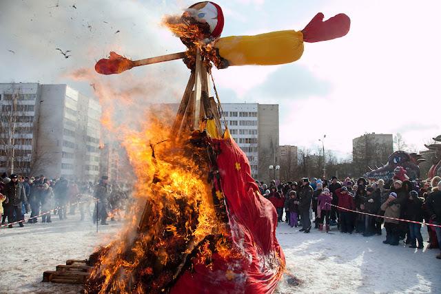 La quema del muñeco de paja de Máslenitsa