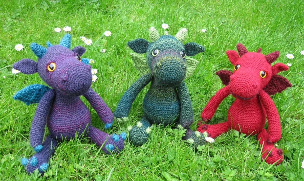 Cuddle Me Dragon crochet pattern - Amigurumi Today | 733x1230